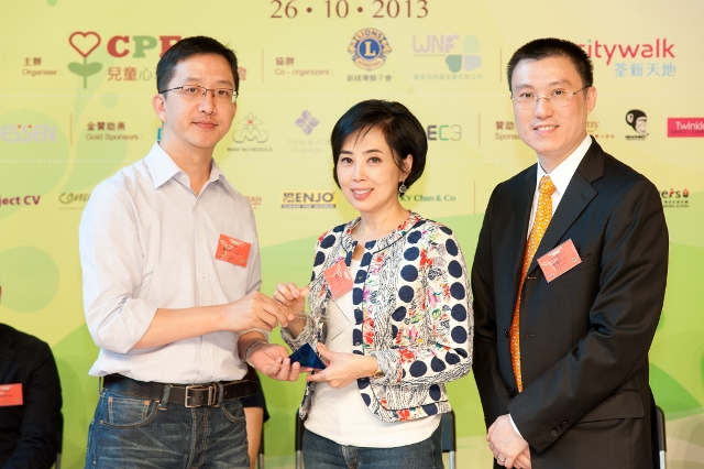 21. Presentation to Panel Judge Empire Jewelry Chairman Ms Cindy YEUNG