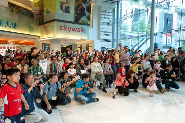 53. Performance attracted a large group of photographers